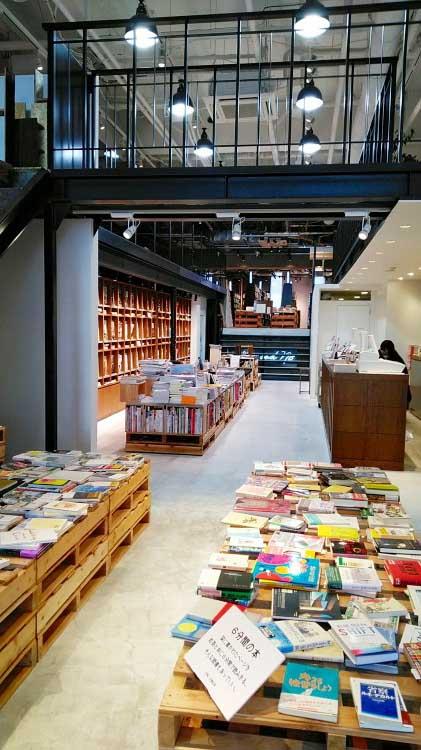 本と出合うための本屋。「文喫 BUNKITSU」(六本木)入り口付近