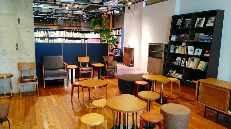 カフェスペース|本と出合うための本屋。「文喫 BUNKITSU」(六本木)
